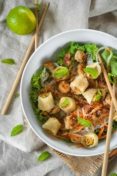 Discover recipes, home ideas, style inspiration and other ideas to try. Asian Recipes, Healthy Recipes, Ethnic Recipes, Healthy Food, Easy Dinner Recipes, Easy Meals, Bo Bun, Homemade Hamburgers, Yeast Rolls