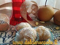 Questi dolcetti alle mandorle sono a pasta morbida e cosparsi di zucchero al velo. Il gusto intenso è ottenuto dalla presenza delle mandorle armelline, che vengono ricavati dai noccioli delle albicocche e pesche e vanno usati usati in piccole dosi
