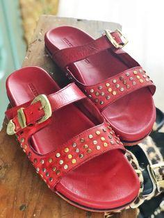 Hot or not: de sandalen a la Birkenstock (+ stylingtips) - One Hand in my Pocket Birkenstock, Hot, Slip On, Pocket, Fashion, Sandals, Moda, Fashion Styles, Fashion Illustrations