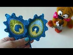 How To Crochet Peackcock Feathers Earrings - DIY Crafts Tutorial - Guidecentral Crochet Shawl Diagram, Crochet Lace Edging, Freeform Crochet, Crochet Doilies, Crochet Flowers, Crochet Stitches, Knit Crochet, Peacock Crochet, Crochet Feather