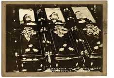 Photographer C.S. Fly's boardinghouse and studio are right next door to the empty lot of the shootout, but he missed all the action of the gunfight. The only photo he took of the participants is his famous image of, from left, Tom McLaury, Frank McLaury and Billy Clanton in their caskets. Morgan Earp, Virgil Earp, Tombstone Epitaphs, Old West Outlaws, Wyatt Earp, Doc Holliday, Street Fights, Face Off, Casket