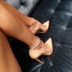 Because it's Friday || Giulia #nudepumps #monikachiang