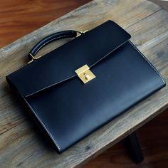 Briefcase Women, Leather Briefcase, Laptop Briefcase, Leather Satchel, Mens Satchel, Leather Laptop Case, Outfits Hombre, Leather Portfolio, Handbags For Men