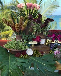 Tropical Centerpieces, Wedding Decorations, Table Decorations, Table Set Up, Green Wedding, Event Decor, Creative Art, Tablescapes, Natural
