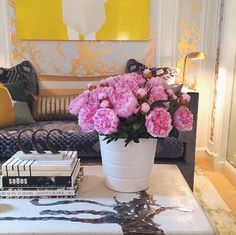 What To Put On Your Coffee Table Coffee tables overflowing with coveted design tomes and objects snapped by some of our favorite tastemakers on Instagram.