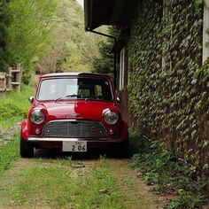 Stunning Photo And Beautiful Mini Tag/Share With A Friend Mini Clubman, Mini Coopers, Classic Mini, Classic Cars, Black Mini Cooper, Austin Mini, Mini Uk, John Cooper Works, Modified Cars