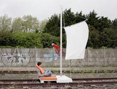 Criando veículos estranhos, artistas chamam a atenção para trilhos abandonados na França