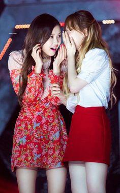 I love they both, Main Vocalist of 2 my favourite K-Pop Girl groups Wendy Red Velvet, Black Velvet, Yg Entertainment, Kpop Girl Groups, Korean Girl Groups, Girls 4, Kpop Girls, Snsd, K Pop