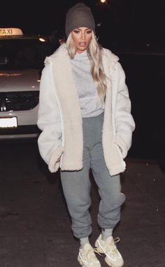 ♥️ Pinterest: DEBORAHPRAHA ♥️ Kim kardashian wearing layers #winter #street #style
