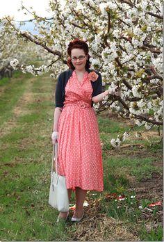 Love Jessica's pink dress. | via Chronically Vintage.