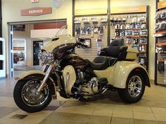 New Harley-Davidson for Sale - 2014 Tri Glide - Black Bike for Sale Harley Davidson For Sale, Harley Davidson Trike, Black Harley Davidson, Harley Davidson Street Glide, Custom Trikes, Custom Bobber, Motorcycle Exhaust, Motorcycle Style, Softail Bobber