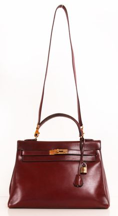 A Hermes bag would make the upcoming Fall season much more stylish, wouldn't it? Guess what--you may find one at this online luxury consignment shop. Terrific finds kids:)