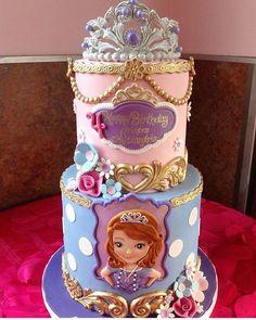 """""""Que bolo lindinho no tem Princesinha Sofia. #ideiasdebolosefestas #ideiasdefestas #ideiasdebolos #inspiracao #ideias #princesinhasofia #sofia…"""""""