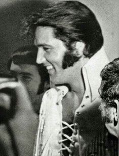 ♡♥Elvis Presley - click on pic to see a full screen pic in a better looking black background♥♡
