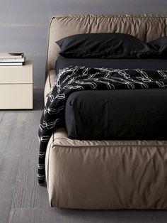 Modern Italian Twist Modern Bed By Rossetto Modern Furniture Online, Affordable Furniture, Contemporary Furniture, Japanese Platform Bed, Modern Platform Bed, Asian Style Bedrooms, Bedroom Furniture, Home Furniture, All Modern