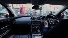 Jaguar car gives drivers 360° vision thanks to cameras that make window pillars 'transparent' | Daily Mail Online