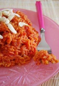 Riz rose = riz aux lentilles corail, cardamome et betterave _ Pour une version plus locavore, tu peux supprimer la cardamome (très bon sans aussi) et remplacer les noix de cajou par des noisettes.