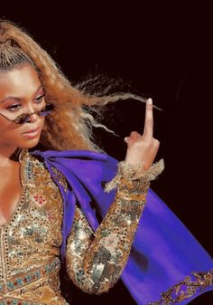 Check out Beyonce @ Iomoio Estilo Beyonce, Beyonce Style, Beyonce Body, Beyonce Makeup, Beyonce Knowles Carter, Beyonce And Jay Z, Destiny's Child, Beyonce Background, Shakira