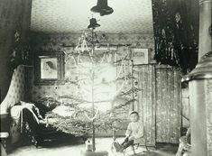 What Christmas Trees Looked Like 100 Years Ago Photos) - Old Photo Archive - Vintage Photos and Historical Photos Vintage Christmas Photos, Victorian Christmas, Vintage Holiday, Christmas Pictures, Vintage Photos, Christmas Haul, New York Christmas, Old Fashioned Christmas, Christmas Holidays