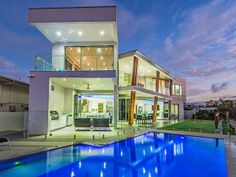 Broadbeach Waters, QLD holiday accommodation for 2018 Ultra Modern Homes, Modern Contemporary Homes, Luxury Estate, Luxury Homes, Luxury Lifestyle, I Love House, Holiday Accommodation, Waterfront Homes, Pool Houses