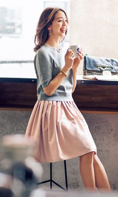 Blush pink pleated skirt and shortsleeves gray top for spring. Complete the look with either a simple pearl necklace or a statement necklace, nude heels Cute Fashion, Skirt Fashion, Daily Fashion, Womens Fashion, Fashion Trends, Japanese Fashion, Asian Fashion, Office Fashion, Asian Style