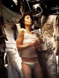 Sigourney Weaver as Ellen Ripley in Alien (1979) and Aliens (1986 ...