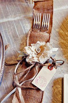 burlap wedding holder via anna sawin photography