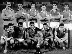 A Taça de Honra em 1962/63, depois de uma vitória, por 3-1, com o Atlético CP, no estádio do Restelo, em 15 de Setembro de 1962. Da esquerda para a direita. Em cima: Rita (guarda-redes), Cavém, Humberto Fernandes, Fernando Cruz, Raul e Ângelo; Em baixo (avançados): José Augusto, Santana, Eusébio, Coluna (capitão) e Simões. Golos de Coluna (28 e 31 minutos) e Santana (42 minutos). Mais uma!