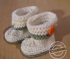 Een gratis Nederlands haakpatroon van eenvoudige babyslofjes. Wil jij dit patroon ook haken? Lees dan verder over het haakpatroon eenvoudige babyslofjes. Baby Booties, Baby Shoes, Knit Patterns, Crochet Baby, Diy And Crafts, Barbie, Knitting, Handmade Gifts, Baby Haken