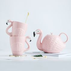 Animal Flamingos Bird Teapots Super Beauty ins Girl Pink Ceramic Cute Animal Coffee Mug Tea Pot Cup Birthday Gift Decoration Thanks for visiting, you may also like… Product Information: Flamingos Bird Teapots Material: High Quality Ceramic Teapot Siz Flamingo Bird, Pink Flamingos, Birthday Cup, Birthday Gifts, Animal Mugs, Teapots And Cups, Ceramic Teapots, How To Make Tea, Gold Print
