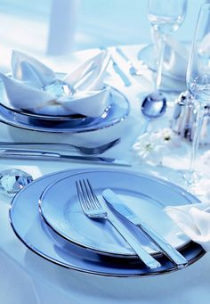 Discover the Robbe & Berking collections of resplendent silver and silver-plated cutlery and gorgeous table accessoires to adorn your festive table. Classic Cutlery, Stainless Steel Cutlery, Restaurant Guide, Table Accessories, Tabletop, Table Decorations, Table, Dinner Table Decorations, Countertop