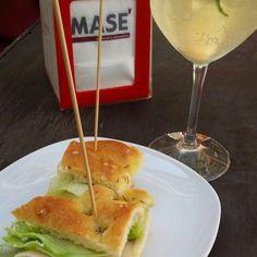 Un buon bicchiere di vino accompagnato da una nostra tartina...ad un aperitivo non si può chiedere di meglio!!  Visita il nostro sito www.cottomase.it e scopri le ultime novità del mondo Masé!  #cottomase #cottotrieste #slowfood #streetfood #gamberorosso #tradizione e #gusto #cracco #bastianich #giallozafferano  #foodporn #Expo2015 #Milano #fiera del #food #eat #eating #italian #italy #ham #made #in #trieste #cotto #quality #masterchef #chef