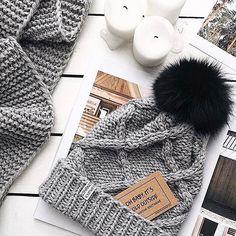 WEBSTA @ romanovaknitwear - Каждый комплект вяжется вручную с большой любовью и вниманием к каждому вашему пожеланию, этот для @nvysotskaya ♡ Наденька, спасибо тебе за эту и уже сотни других фотографий ❤️❤️