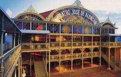 Teatro José de Alencar, um dos cartões postais de Fortaleza-CE.
