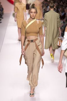 Fendi Spring Summer 2019 Ready To Wear-ready Woman Vogue Runway Beige Trend - Re. Fendi Spring Summer 2019 Ready To Wear-ready Woman Vogue Runway Beige Trend - Read the Spri. Spring Fashion Trends, Milan Fashion Weeks, Women's Summer Fashion, Summer Trends, Latest Fashion Trends, Fashion Fall, Fashion Black, Fashion Mode, Couture Fashion