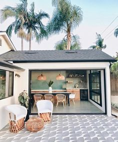 Can you believe this stunning combo indoor/outdoor space for our feature? It is SO cool and perfectly… Indoor Outdoor Living, Outdoor Spaces, Outdoor Decor, Florida Home, Home Fashion, Style At Home, My Dream Home, Future House, Interior And Exterior