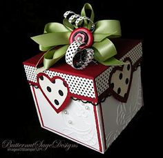 love the look of this box. Don't need a gift, just the box!