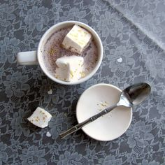 Learn how quick and easy it is to make your own glitter marshmallows. They're perfect for adding a little something extra to hot cocoa!