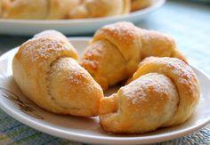 Náplň lze dát jakoukoliv jinou... makovou, tvarohovou, marmeládu nebo jako já, nutelu, ořechy :) Autor: Naďa I. (Rebeka)