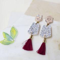 Long earrings . Pintados a mano y con herrajes bañados en oro. #porcelainjewerly #diseñocolombiano #pietraygreen