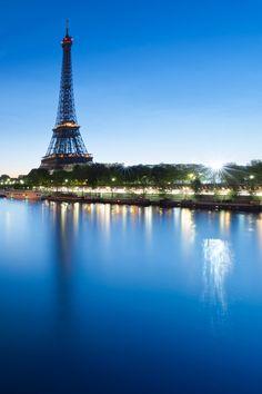 The Eiffel Tower, Paris, France Paris Tour, Paris 3, Paris France, Eiffel Tower At Night, France Eiffel Tower, Htc One, Samsung Galaxy S4, Places To Travel, Places To See