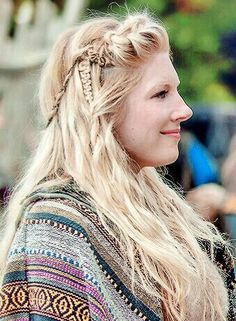 Lagertha New Hairstyle: Mix Different types of Braids to get this Casual Viking Hair!