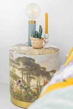 Slaapkamer stijlen | Stek Magazine | Dekbed met bloemen, groen sprei en botanische poef Felicia, Blog, Lifestyle, Amp, Furniture, Rustic, Diy, Nice Asses, Blogging