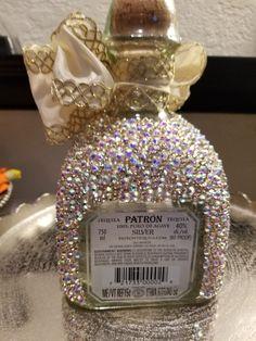 Bedazzled Liquor Bottles, Glitter Champagne Bottles, Decorated Liquor Bottles, Bling Bottles, Custom Wine Bottles, Glitter Wine Glasses, Diy Wine Glasses, Perfume Bottles, Alcohol Bottle Decorations
