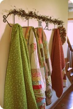 Tutorial using 2 wrought iron plate holders drywall screws a stack of quilts you wanna & Alternative use for plate display rack. | Craft ideas | Pinterest ...