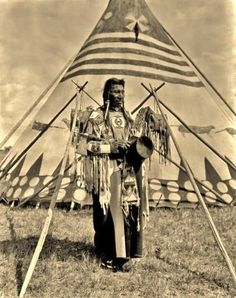 Free archive of historic Native American Indian Tribes Photographs, Pictures and Images. Photographs promote the Native American Tribes culture Native American Teepee, Native American Clothing, Native American Beauty, Native American Photos, Native American Tribes, Native American History, Native Americans, American Life, Sioux