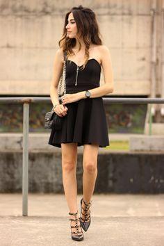 FashionCoolture-23.11.2015-look-du-jour-Pandora-bracelets-little-black-dress-9.jpg (650×975)