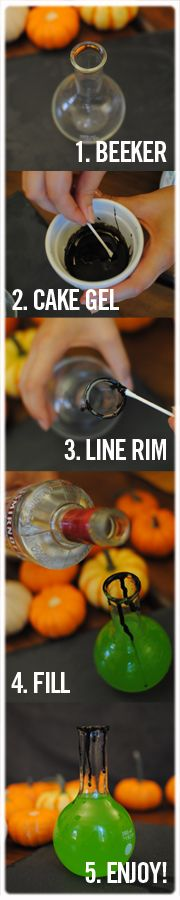 DIY Halloween green cocktail with Smirnoff vodka #Smirnoff #vodka #drinkrecipe #Halloween #fall #decorations #party #DIY signature drinks, signatur drink, halloween parti