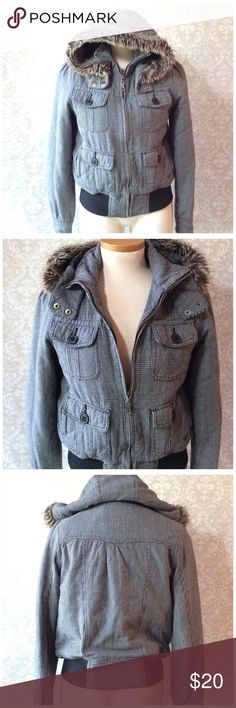 ROXY HOODIE JACKET Cotton jacket with faux fur trim and quilted nylon lining. Hidden side pockets. Good used condition Roxy Jackets & Coats
