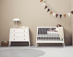 Linea by Leander dresser & baby cot Nursery Themes, Nursery Decor, Modern Baby Cribs, Geometric Furniture, Modern Furniture, Scandinavian Nursery, Scandinavian Design, Baby Boy Rooms, Nursery Inspiration